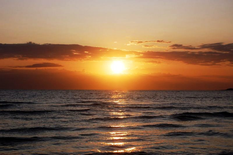 Sunset_over_the_ocean_by_Jegar